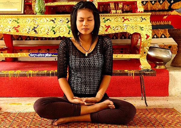 Méditation dans un temple